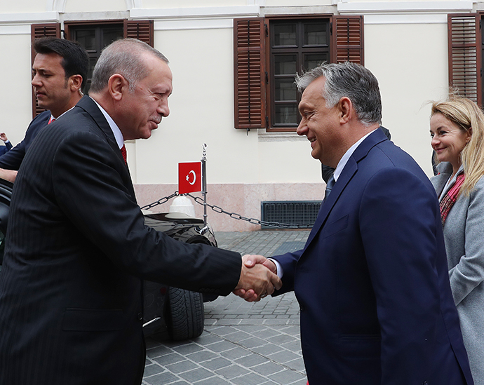 President Recep Tayyip Erdoğan was welcomed by Prime Minister Viktor Orbán of Hungary with an official ceremony in Budapest
