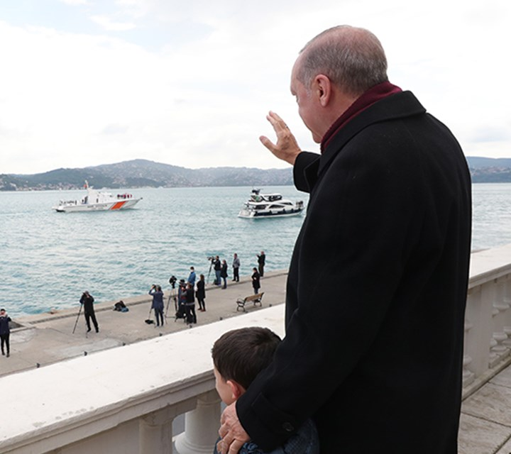 President Erdoğan greets the boats that pass through the Bosphorus on the 567th anniversary of the conquest of Istanbul