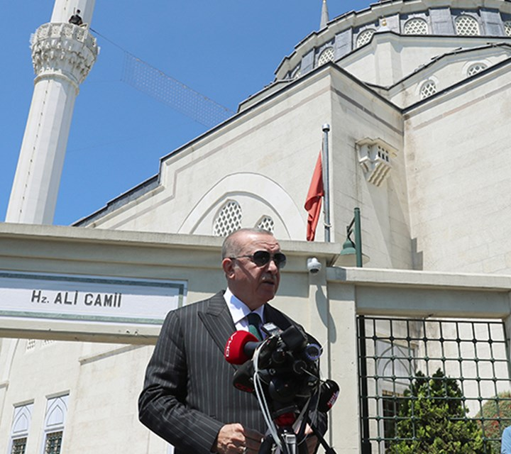 President Erdoğan performs Friday prayer at Hz. Ali Mosque in Istanbul