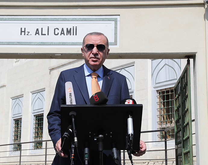 President Erdoğan answered reporters' questions after performing Friday prayer